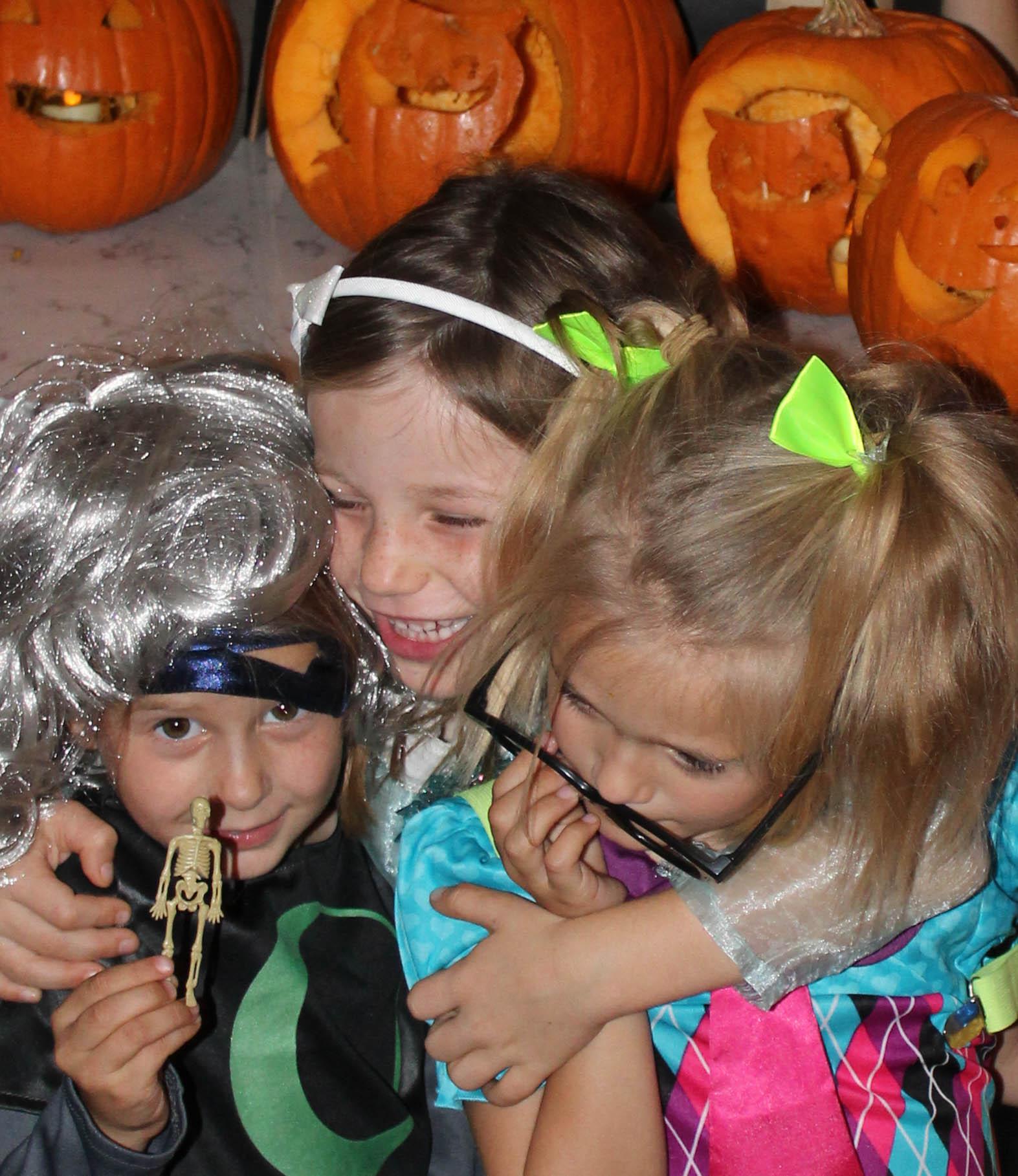 pumpkin-carving-party-costumes-kids-halloween-59