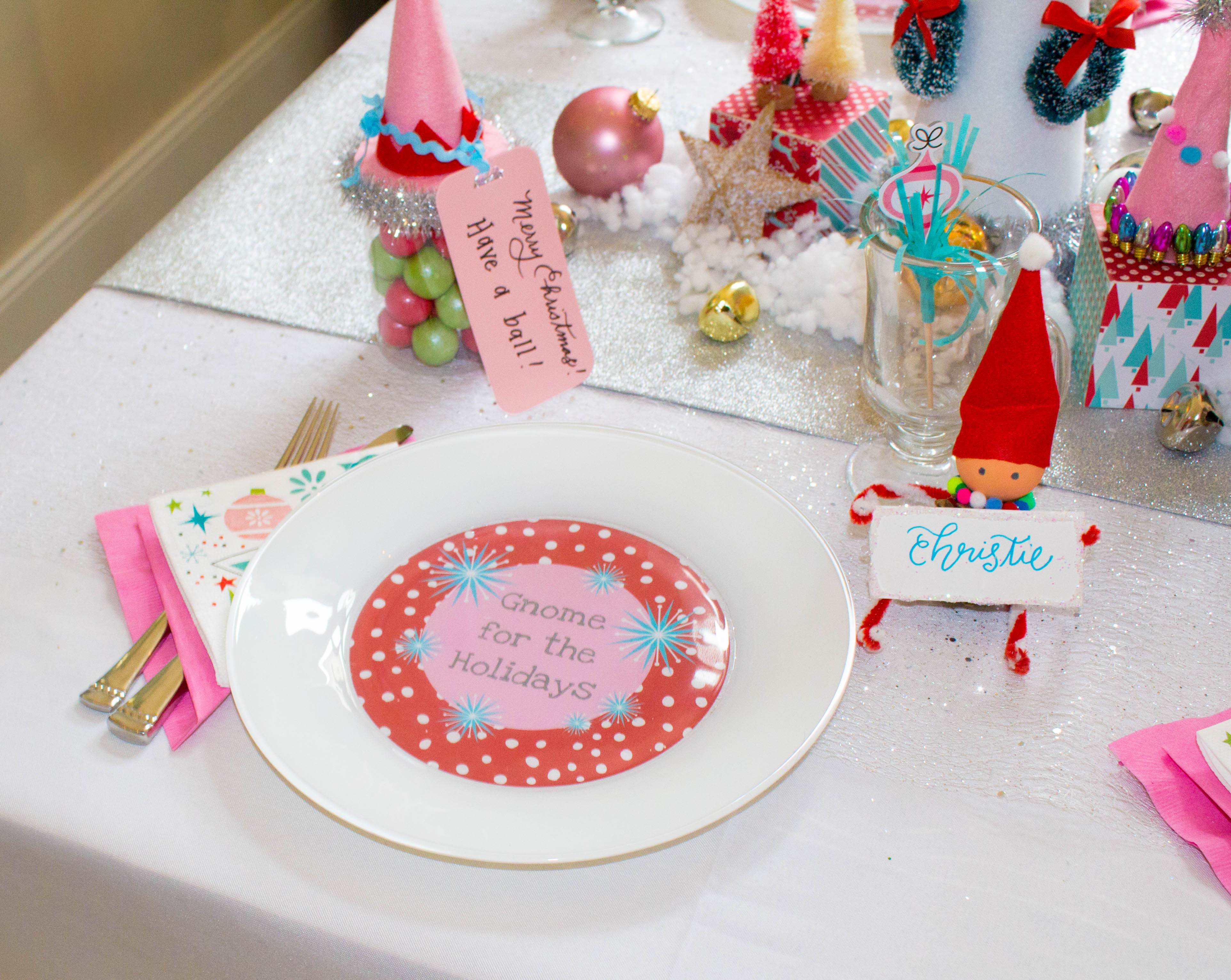 gnome-elf-party-table-christmas-table-decorating-ideas-21