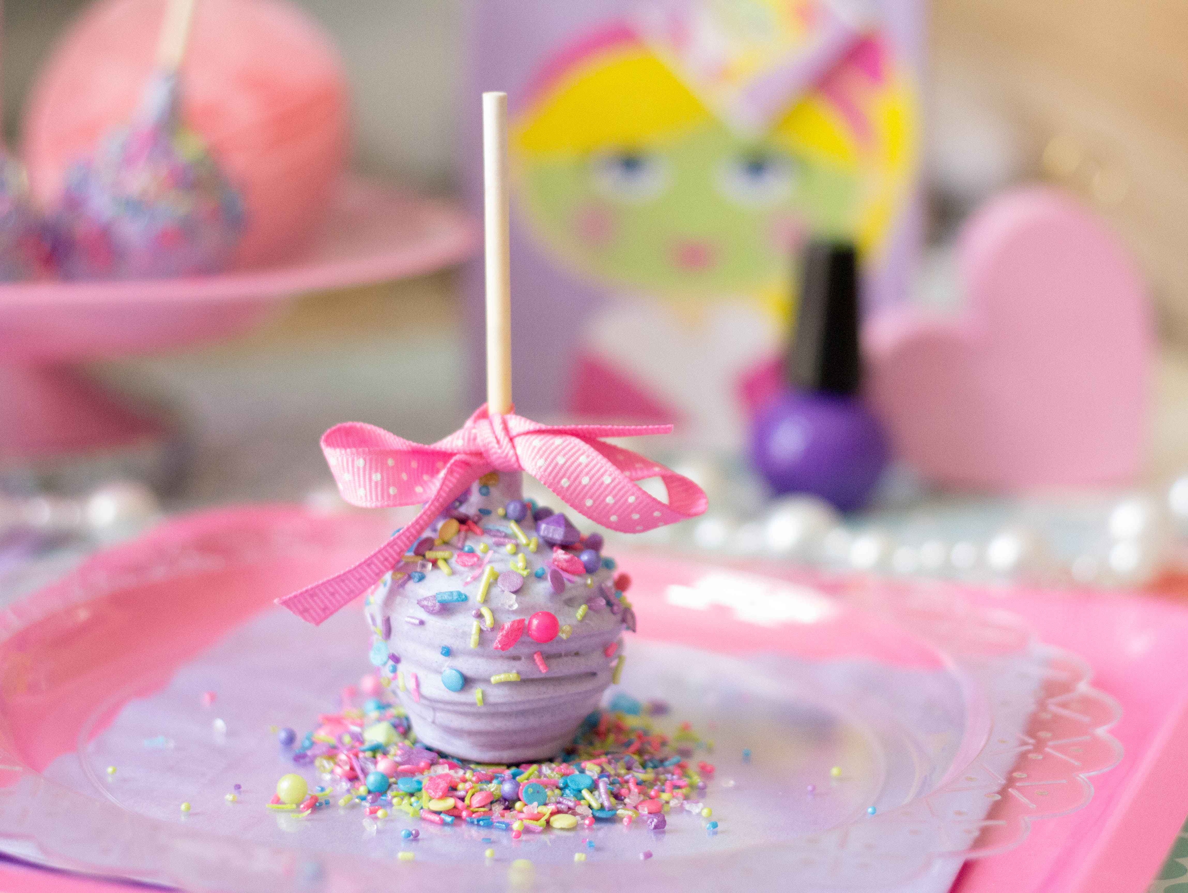 cake pops wedding favors this one ingredient makes diy favors fab ritzy 2303