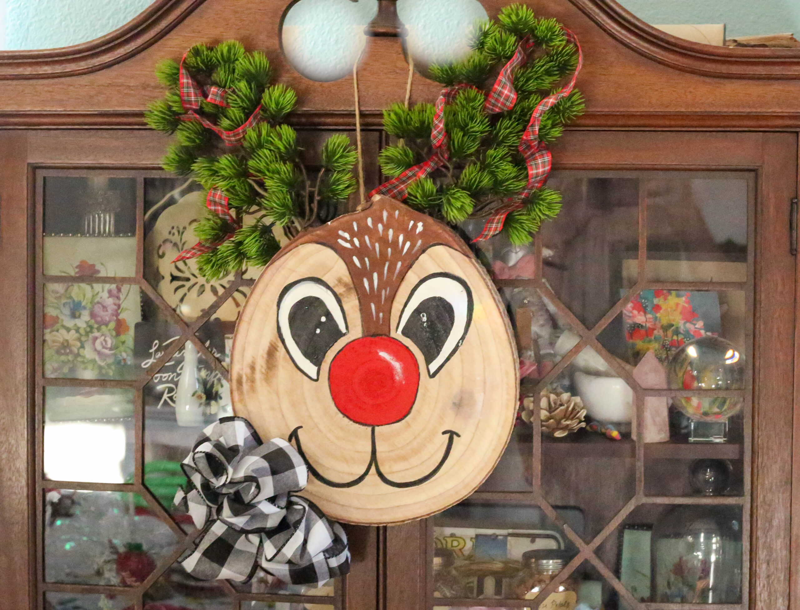 wood slice reindeer craft